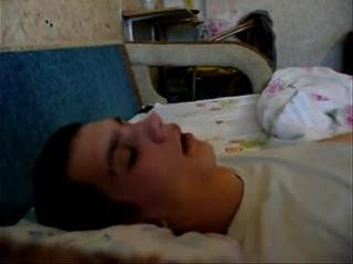 Gozando na cara do maninho dormindo   fisting