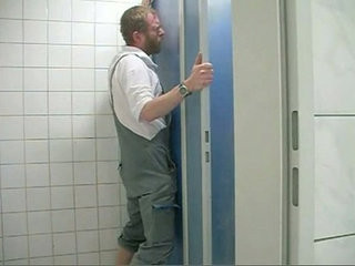 Chupada no banheiro | gloryhole